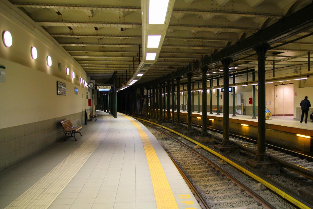 郊外の地下鉄